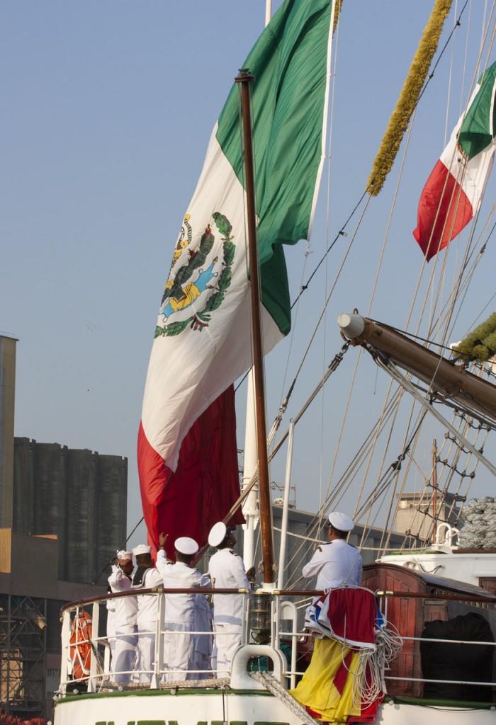 marins hissent drapeau
